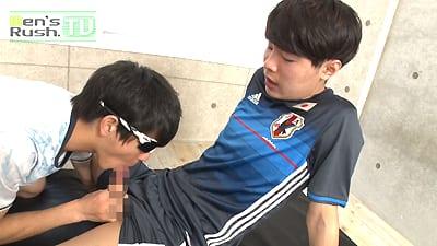 Men's Rush.TV – MR-KR1467 – 今春卒業の18歳童顔男子がサカユニ姿でゴーグルマンに生堀りされる♪