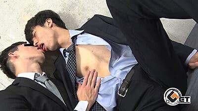 Men's Rush.TV – GT-1802 – 感度良好!ゆるふわな雰囲気のハンサムノンケ青年がスーツで犯されメス化♂