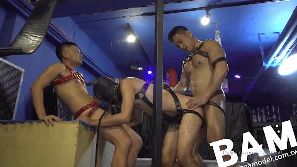 Sex gay threesome
